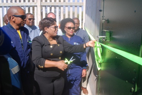 DSC_2321Water and Sanitation Minister Nomvula Mokonyane ready to cut the ribbon for Jericho rural water project.