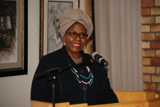 DSC_2414MEC for CATA,Ontlametse Mochware delivering keynote address at Touring Art Exhibitions opening night in Klerksdorp Libraray. (1)